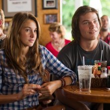 The Descendants: Shailene Woodley e Nick Krause in una scena del film