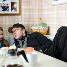 Thomas McCarthy e la piccola Clare Foley sul set di Mosse Vincenti