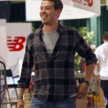 Parenthood: Kevin Alejandro nell'episodio The Booth Job