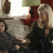 Parenthood: Monica Potter e Max Burkholder nell'episodio Date Night