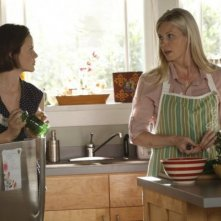 Parenthood: Monica Potter e Sarah Ramos nell'episodio Date Night