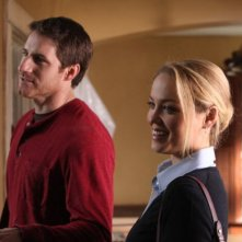 Parenthood: Sam Jaeger ed Erika Christensen nell'episodio Slipping Away