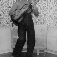 George Harrison: Living in the Material World, George Harrison bambino in una scena del film