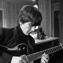 George Harrison: Living in the Material World, un giovane George Harrison in una scena del film