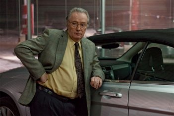 Gilbert Sicotte in una scena de Le vendeur