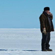 Gilbert Sicotte sulla neve in una scena del film Le vendeur