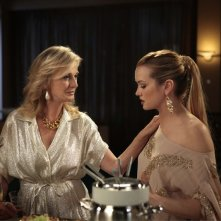 Gossip Girl: Caroline Lagerfelt e Kaylee DeFer nell'episodio Rhodes to Perdition