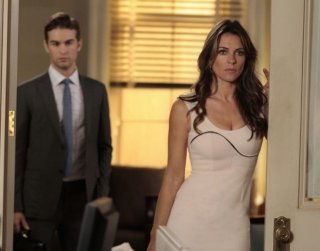 Gossip Girl: Elizabeth Hurley e Chace Crawford nell'episodio Beauty and the Feast