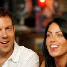 Jason Sudeikis insieme a Michelle Borth in una scena di A good old fashioned orgy