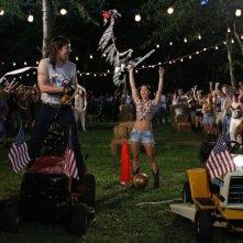 Jason Sudeikis, Michelle Borth e Tyler Labine in un'esilarante scena di A good old fashioned orgy