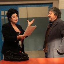 Marisa Laurito duetta con il suo marito fittizio Lello Arena sul set della serie di Canale 5, Baciati dall'amore