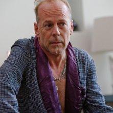 Bruce Willis in una simpatica immagine di Catch.44