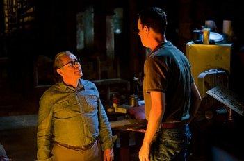 Colin Hanks e Edward James Olmos in una scena dell'episodio Nebraska