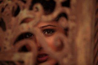 Il principe del deserto, Freida Pinto in un'immagine del film