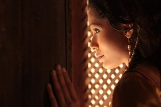 Il principe del deserto, Freida Pinto in una scena tratta dal film