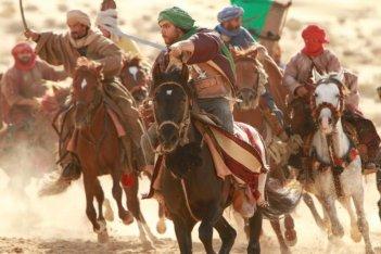 Il principe del deserto: Tahar Rahim in una scena a cavallo tratta dal film
