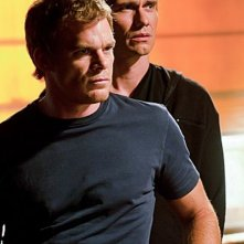 Michael C. Hall in una scena dell'episodio Nebraska insieme a Christian Carmago