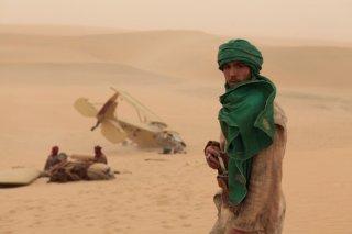 Tahar Rahim in una scena del film Il principe del deserto