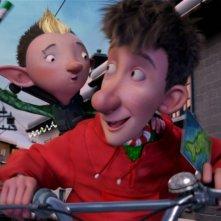 Arthur Christmas: Il figlio di Babbo Natale in 3D, il piccolo Arthur in bici con il suo amichetto sulla slitta in una scena del film