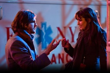 Ashton Kutcher e Lea Michele in una romantica immagine di Capodanno a New York