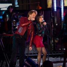 Jon Bon Jovi e Lea Michele in una bella immagine di Capodanno a New York