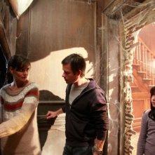 Katie Holmes in una scena di Non avere paura del buio insieme a Guy Pearce e Bailee Madison