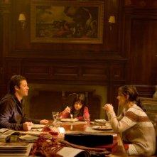 Non avere paura del buio: Katie Holmes, Guy Pearce e Bailee Madison in una scena del film