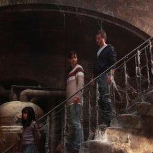 Non avere paura del buio: Katie Holmes, Guy Pearce e la piccola Bailee Madison in una scena del film