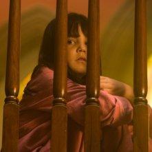 Non avere paura del buio: la piccola Bailee Madison in una scena del film