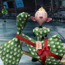 Un regalo a due ruote ben incartato in una scena di Arthur Christmas: Il figlio di Babbo Natale in 3D