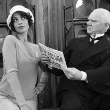 Bérénice Bejo e Malcolm McDowell in una scena di The Artist