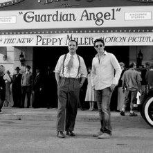 Jean Dujardin insieme al regista Michel Hazanavicius sul set del film The Artist