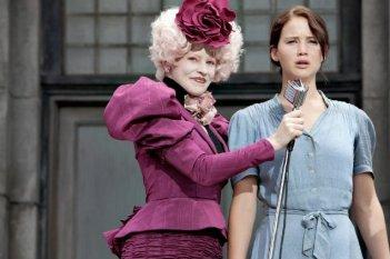 Jennifer Lawrence ed Elizabeth Banks in una scena di The Hunger Games