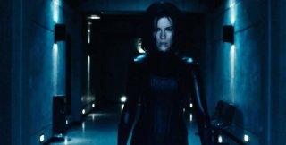 Kate Beckinsale nei panni di Selene in una scena di Underworld: Il risveglio