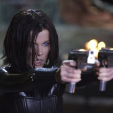 Kate Beckinsale splendida protagonista di Underworld: Il risveglio in una scena del film