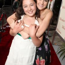 Shailene Woodley insieme ad Amara Miller sul red carpet della premiere di The Descendants a Beverly Hills