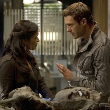 Terra Nova: Jason O'Mara e Shelley Conn nell'episodio Vs.