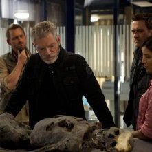 Terra Nova: Stephen Lang e Shelley Conn nell'episodio Vs.