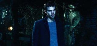 Theo James in una scena di Underworld: Il risveglio