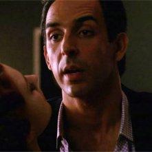 American Horror Story: Joe Escandarian (Amir Arison) circuito da Moira nell'episodio Open House