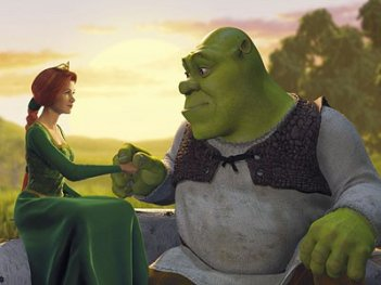 FIona e Shrek in una romantica scena del film Shrek (2001)