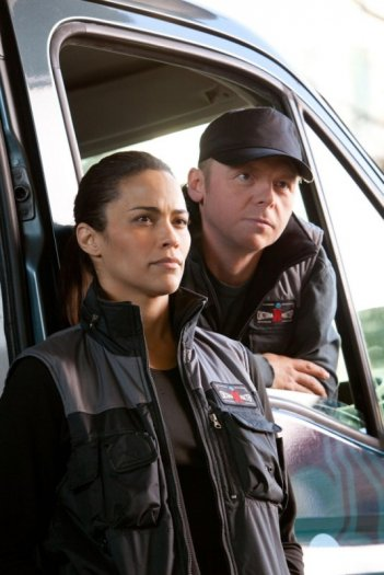Paula Patton e Simon Pegg in una scena di Mission: Impossible - Protocollo Fantasma