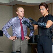 Simon Pegg e Tom Cruise in una scena di Mission: Impossible - Protocollo Fantasma