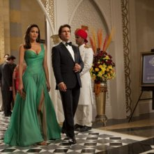 Tom Cruise e Paula Patton elegantissimi in una scena di Mission: Impossible - Protocollo Fantasma