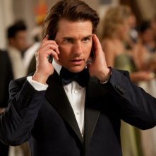 Tom Cruise si coordina telefonicamente con la sua squadra in una scena di Mission: Impossible - Protocollo Fantasma