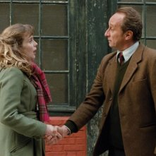 Benoît Poelvoorde e Isabelle Carré in un'immagine del film Emotivi anonimi