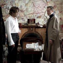Jude Law e Robert Downey Jr. in un'immagine di Sherlock Holmes: Gioco di ombre