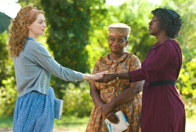 Emma Stone in una scena di The Help insieme a Octavia Spencer e Viola Davis