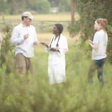 Il regista Tate Taylor insieme a Cicely Tyson ed Emma Stone sul set di The Help