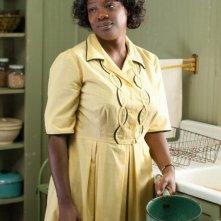Viola Davis nei panni di Aibileen in una scena di The Help